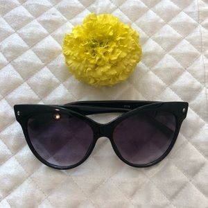 Accessories - Cat eye sunglasses - excellent condition!